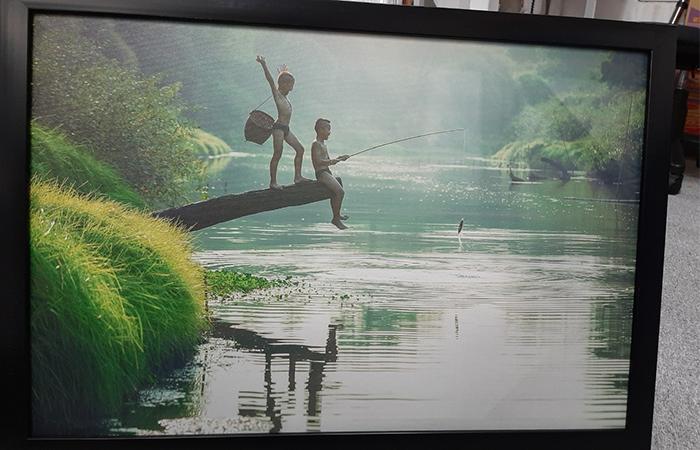 Khung tranh giúp người dùng treo tranh lên tường dễ dàng hơn