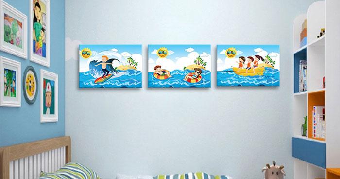 Nếu treo tranh trong phòng ngủ trẻ em thì hãy treo những loại tranh có màu tươi vui như hình này