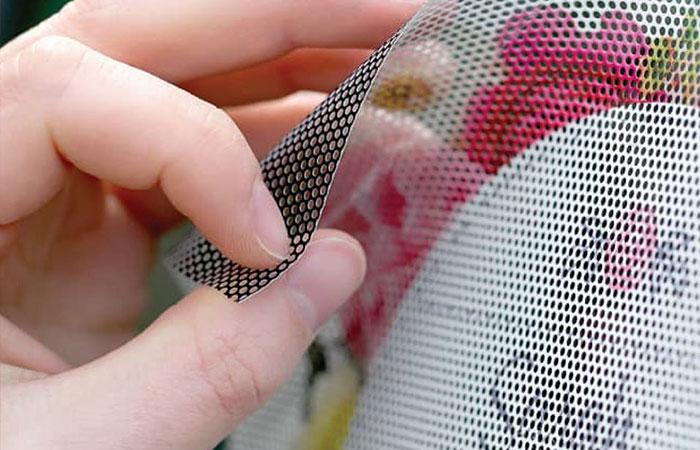 Chất liệu decal lưới - hình ảnh được chụp bởi inkythuatso247.com