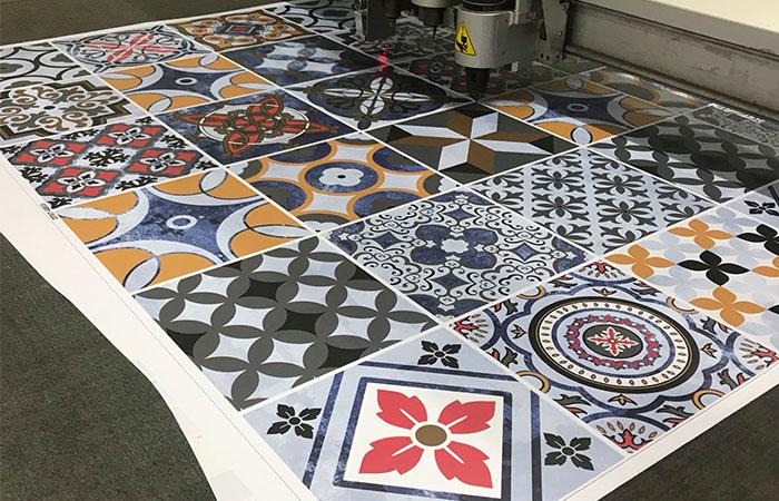 Decal là vật liệu in ấn, trang trí được nhiều khách hàng ưa chuộng từ 2008 tới nay